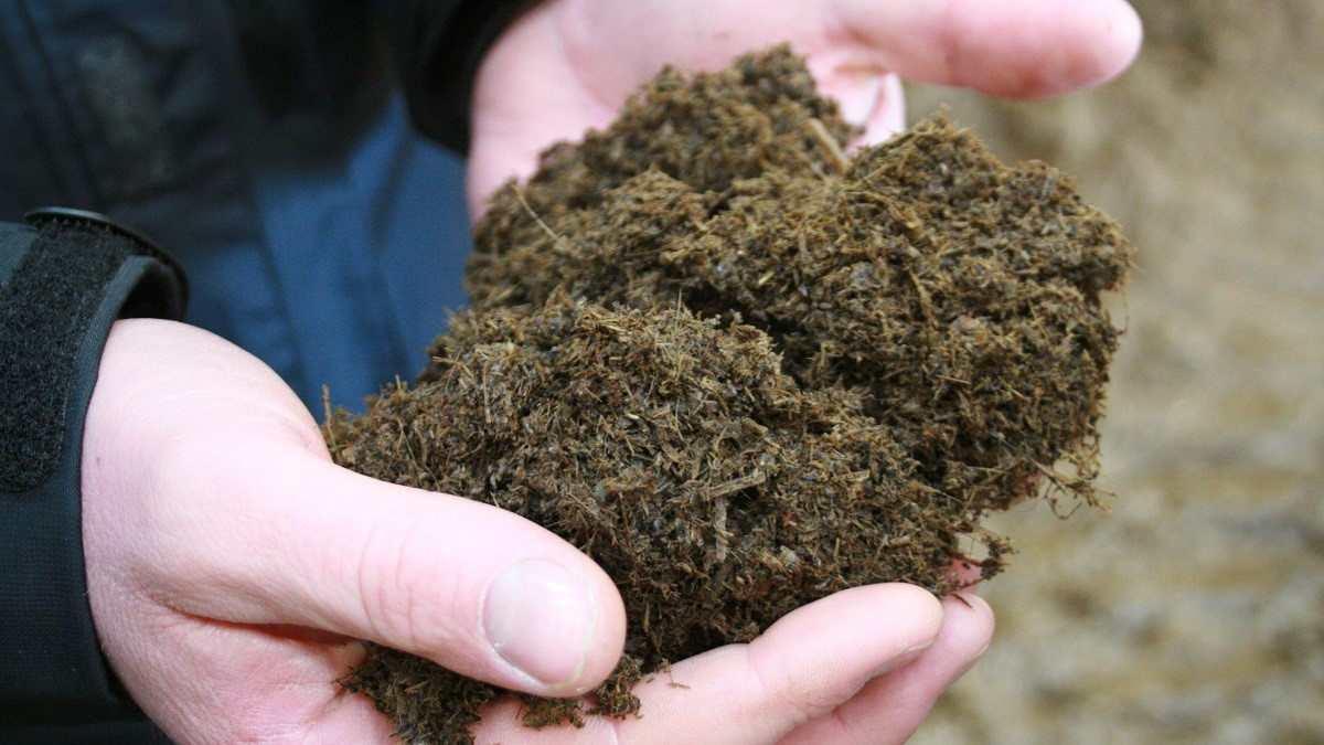 Use of various processing technologies for livestock manure separation would enable a more balanced fertilisation with manure N and P on farms with a high livestock density